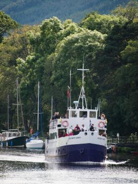Jacobite Queen on the caledonian canal